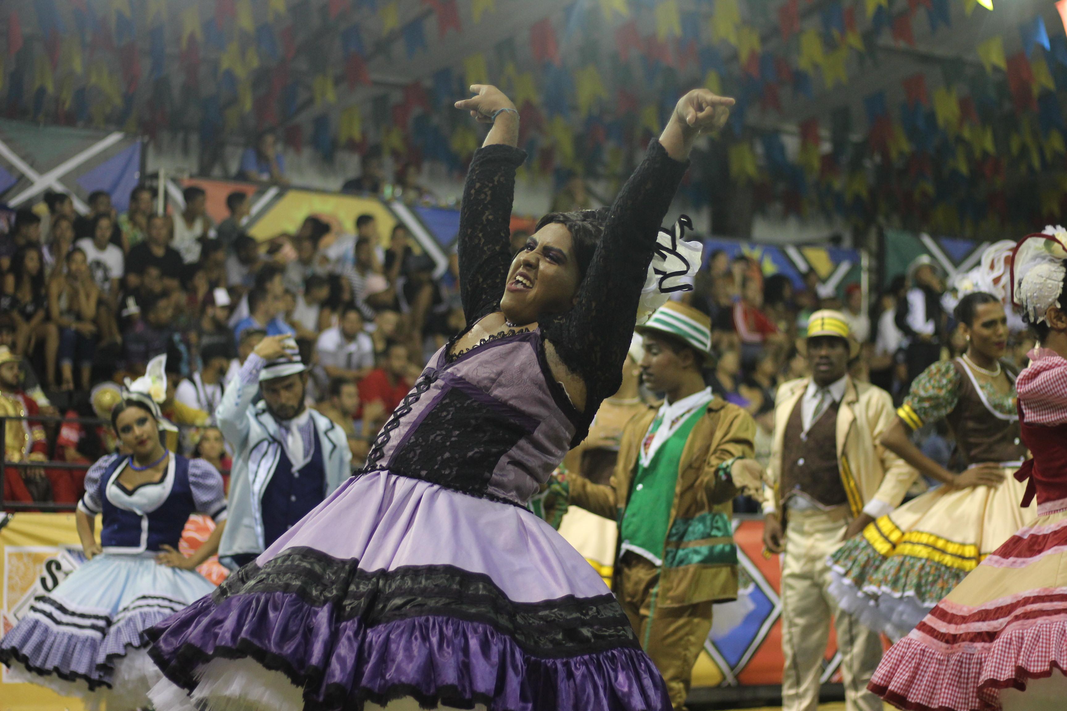 Bruno começou a dançar quadrilhas em 2011. Foto: Samuel Calado/DP