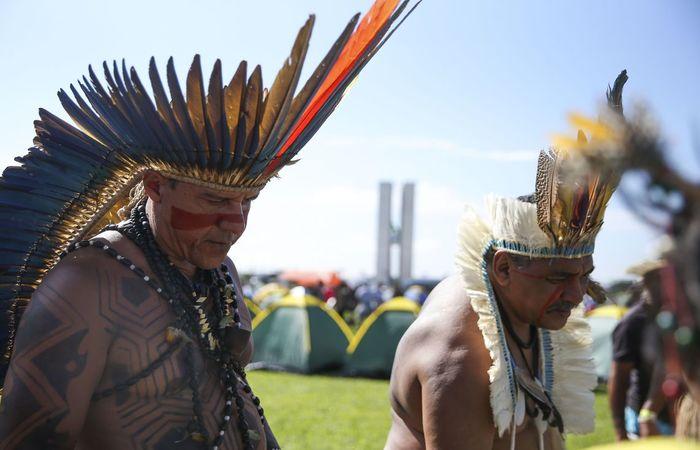 Líderes indígenas estiveram reunidos em abril com o presidente do Senado, Davi Alcolumbre (DEM-AP) para debater a demarcação de terras. Foto: José Cruz/Agência Brasil  (Foto: José Cruz/Agência Brasil )