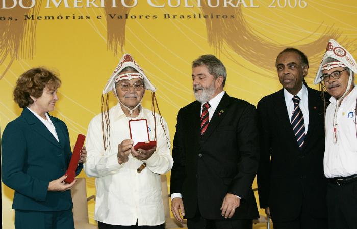 Sebastião Biano recebendo a condecoração de Ordem do Mérito Cultural, em 2006, pelo então presidente Lula. Foto: Palácio do Planalto/Divulgação