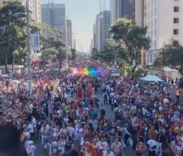 A Parada conta com 19 trios elétricos e a participação de uma ex-integrante do grupo Spice Girls. Foto: Reprodução Facebook Associação Parada LGBT