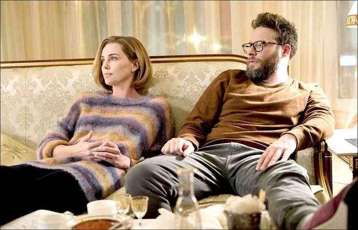 Charlize Theron (Charlotte Field) e Seth Rogen (Fred Flarsky) protagonizam Casal improvável. Foto: AG Studios/divulgação