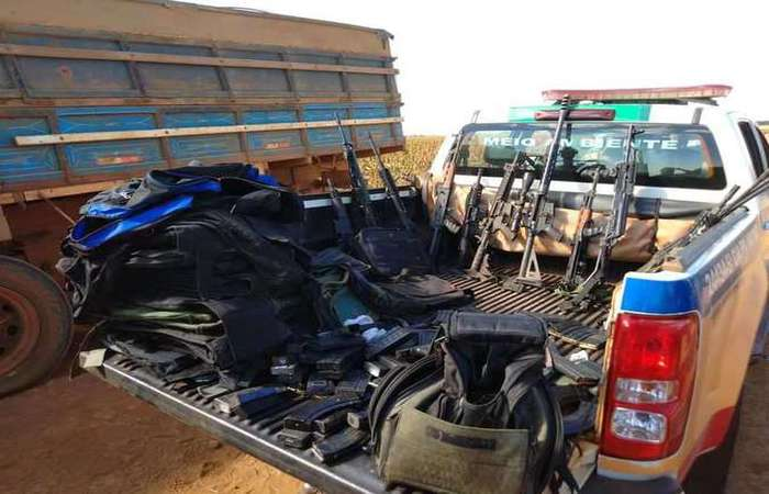 Bandidos carregavam armamento pesado. Foto: Divulgação/PM