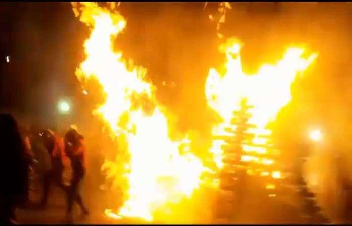 Explosão aconteceu no momento em que Rogério e Aline acenderam a fogueira. Foto: Reprodução/Twitter