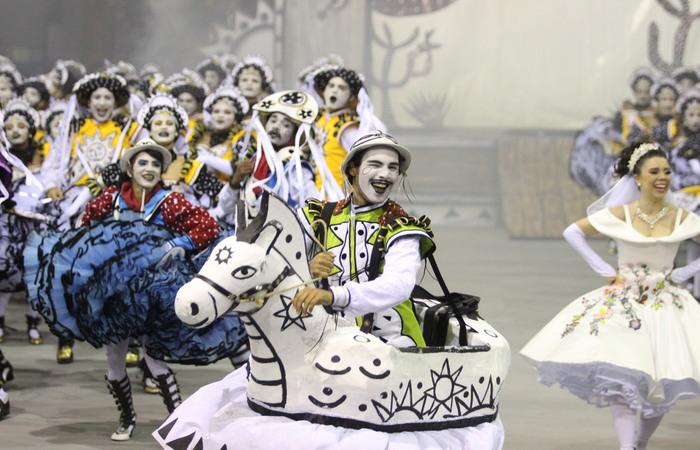 Doze grupos disputam o pódio na grande final. Foto: Samuel Calado/DP