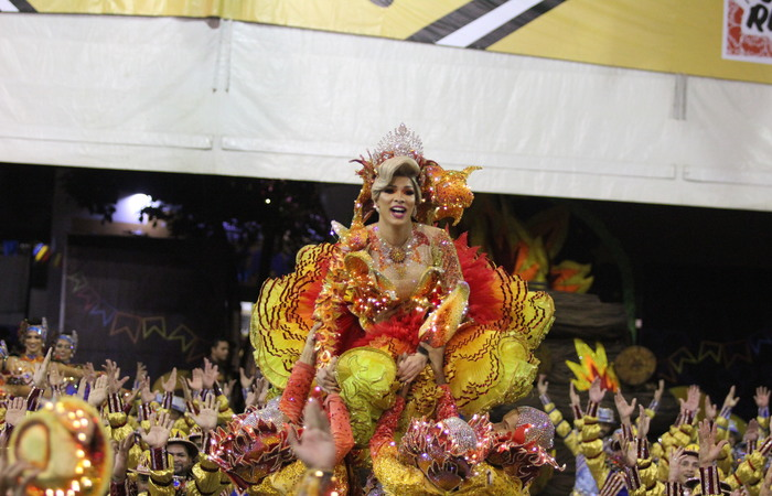 Momento da Rainha no espetáculo. Foto: Samuel Calado/DP