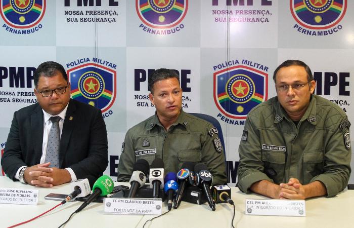 Participaram da coletiva o delegado José Rivelino, da Diresp Interior, o tenente-coronel Luiz Brito, porta-voz da PMPE, e o coronel da PM Alexandre Menezes - Bruna Costa/Esp. DP