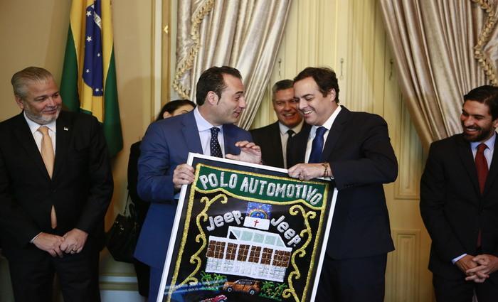 Governador Paulo Câmara participou do anúncio de aporte de R$ 7,5 bilhões da Jeep. Foto: Heudes Regis/SEI