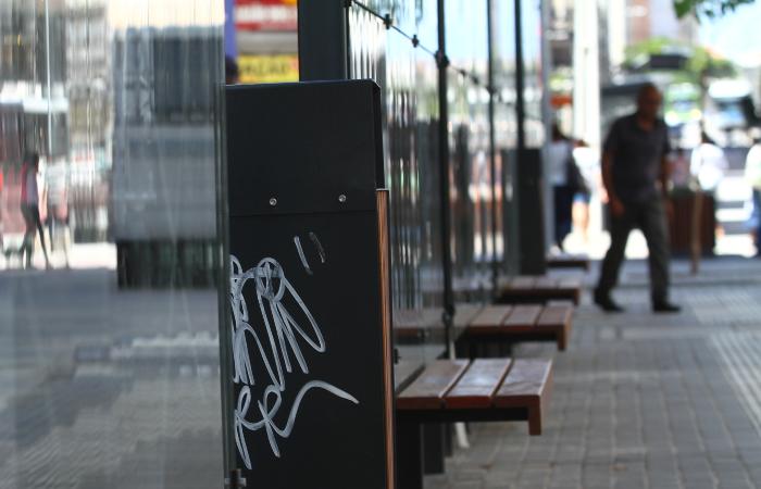 As novas paradas mal foram instaladas e já foram vandalizadas - Peu Ricardo/DP