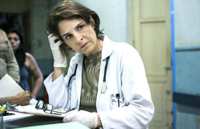 """Drica Moraes interpreta uma infectologista em """"Sob Pressão"""". Foto: Divulgação / TV Globo"""