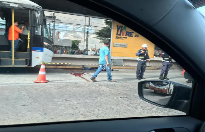 Caso aconteceu em ônibus que fazia a linha TI Caxangá (Avenida Conde da Boa Vista). Foto: Danilo Andrade/Esp.DP