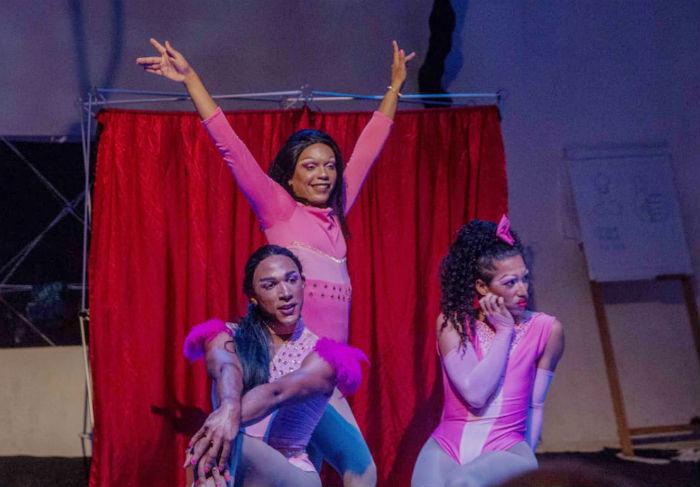 Trio apresenta-se na abertura do FIG, no Polo da Diversidade. Foto: Divulgação