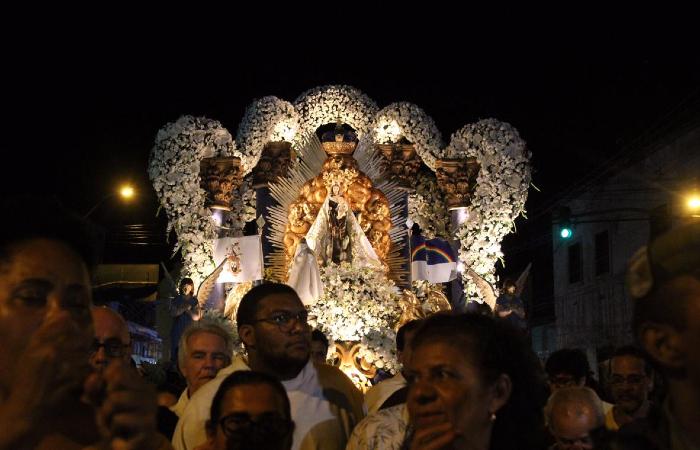 Procissão percorreu diversas ruas do centro do Recife - Bruna Costa/Esp. DP