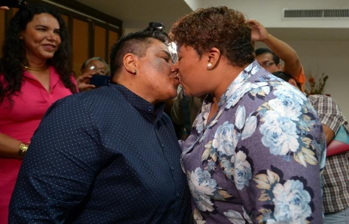 Alexandra Chávez e Michelle Avilés. Foto: AFP.