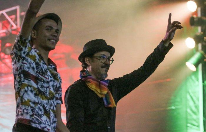 Siba terminou o show com um tom político. Foto: Tarciso Augusto / Esp. DP Foto