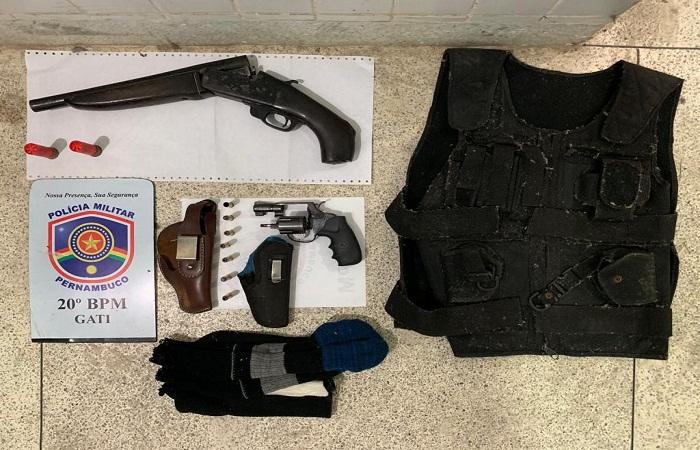 As armas e os objetos foram encontrados na casa do suspeito. Foto: PM/ Divulgação