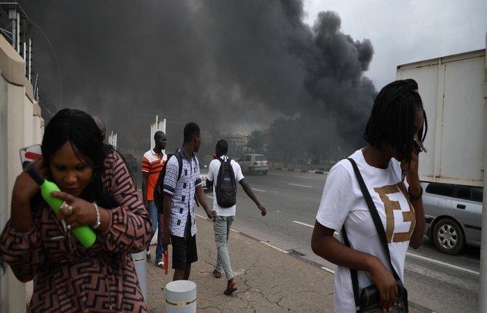 Entre as vítimas estão um jornalista, um policial e seis membros do IMN. Foto: Kola Sulaimon/AFP.