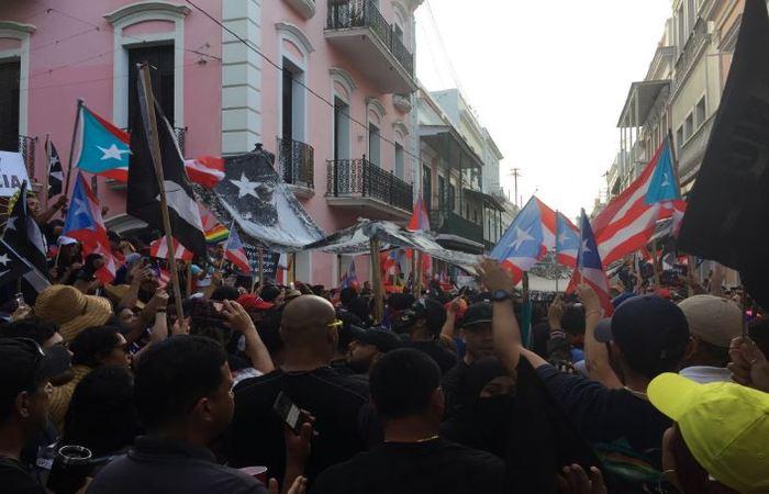 Pressões populares pedem a renúncia do governador. Foto: Reprodução/Twitter