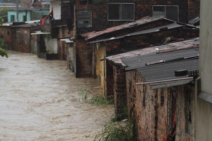 Em seis horas, choveu no Recife, onde uma pessoa morreu, o equivalente a oito dias. Foto: Peu Ricardo/DP.