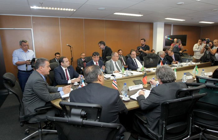 Governador de Pernambuco, Paulo Câmara (esq.) é um dos gestores presentes no encontro (Foto: Divulgação/Gov.SE) (Governador de Pernambuco, Paulo Câmara (esq.) é um dos gestores presentes no encontro (Foto: Divulgação/Gov.SE))