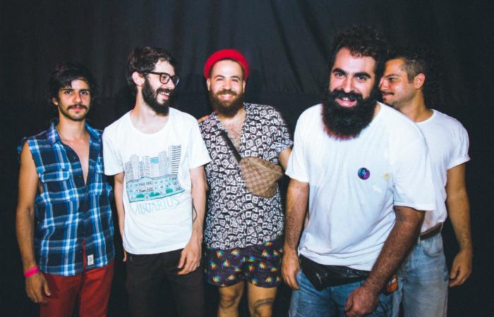 Da esquerda para direita: Pedro, Bernardo, Kildare, Daniel e Carlos, integrantes da Bule. Foto: Jonatan Azevedo/Divulgação.  Foto: Bieco Garcia/Divulgação