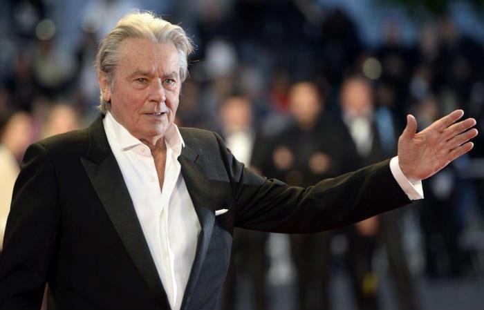 Alain Delon, monstro sagrado do cinema francês, recebeu em maio uma Palma de Ouro honorária no Festival de Cannes das mãos de sua filha Anouchka. Foto: ANNE-CHRISTINE POUJOULAT / AFP
