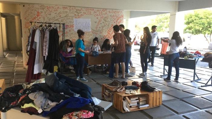 Grupo montou brechó na Fcap para arrecadar dinheiro. Foto: Arquivo Pessoal