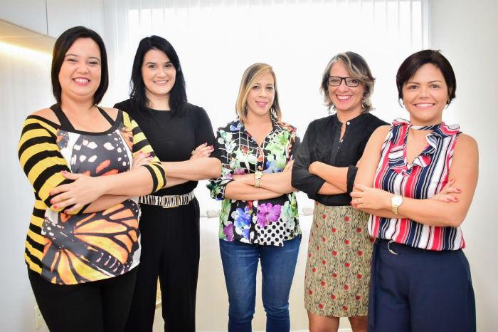 Gabriela Lins (esq.), Cris Pinheiro, Dany Amorim, Suênia Su e Gisely Pereira vão conduzir o evento. Foto: Divulgação.
