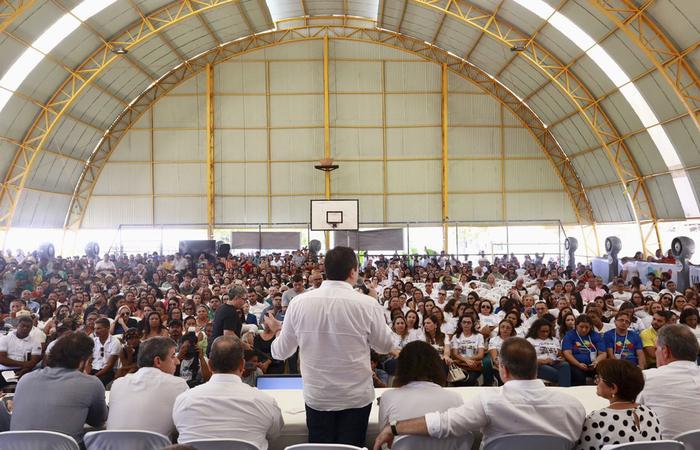 No seminário, o governador Paulo Câmara ouviu propostas da população. FOTO: Hélia Scheppa/SEI