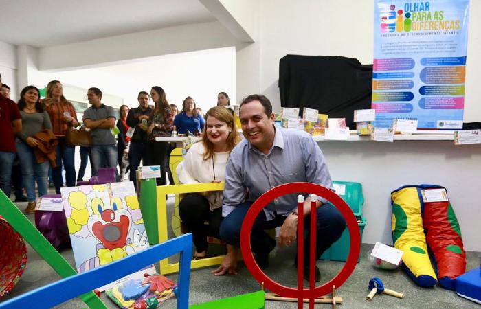 Primeira-dama Ana Luiza Câmara acompanhou o governador na solenidade - Foto: Hélia Scheppa/SEI