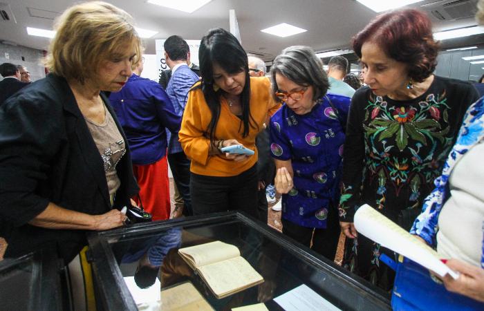 Cartas, fotos e o diário de Joaquim Nabuco ficam expostos até setembro na Alepe - Foto: Bruna Costa/Esp. DP