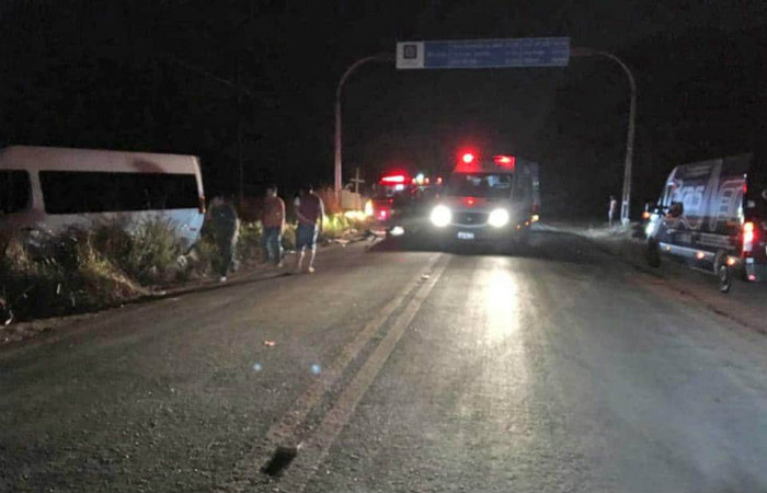 Uma ambulância prestou atendimentos no local, e o motorista da van, que prestava apoio à equipe de Luan, ficou ferido. Foto: Divulgação