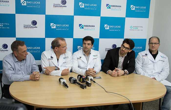 Na imagem, a equipe médica formada por Pedro Palocci, Daniel Lazo, Alex Fioravanti, Marco Maricevich e Salomão Chade. (Foto: Douglas Intrabartolo/Divulgação. )