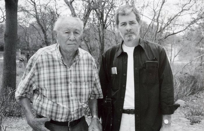 Frederico Pernambucano de Mello (à direita) ao lado do matador de Lampião, o Soldado Santo. Foto: Acervo Pessoal