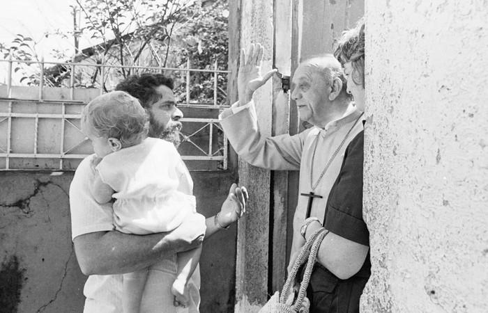 Em 1979, o dom com o então líder sindical Lula, Marisa e Sandro, um dos filhos do casal. Foto: Natanel Guedes/CPDOC JB