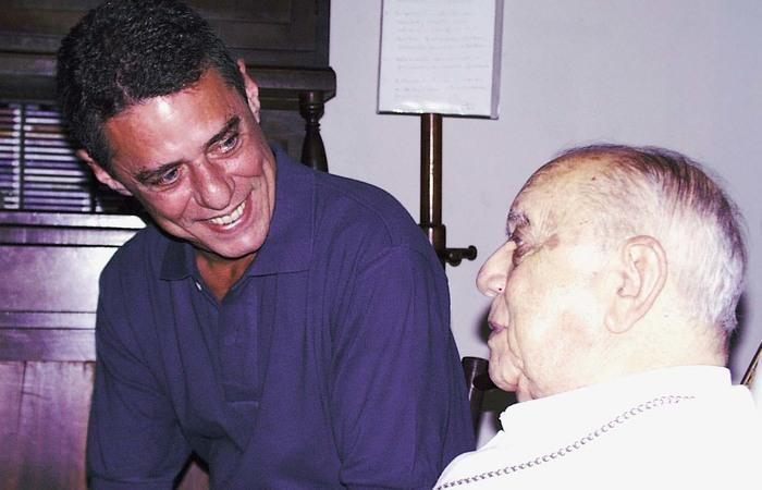 Chico Buarque cantou A Banda na casa do arcebispo. Foto: Sérgio Lobo/Acervo IDHEC