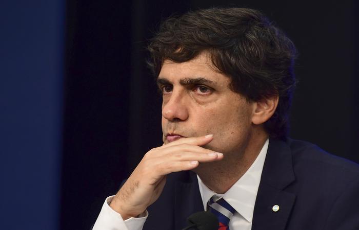 O anúncio foi feito pelo ministro da Fazenda, Hernán Lacunza, nesta quarta-feira. Foto: Ronaldo Schemidt/AFP  (Foto: Ronaldo Schemidt/AFP )
