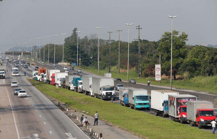 Resultado de imagem para Indústria tem melhor desempenho desde o pós-greve de caminhoneiros, diz IBGE