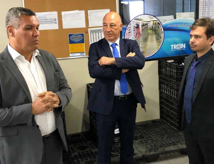 O presidente da AD Diper, Roberto Abreu e Lima, foi recebido pelo CEO da Injecta, Alberto Cavallari, e pelo diretor da Tron Sérgio. Fonseca. Foto: AD Diper/Divulgação