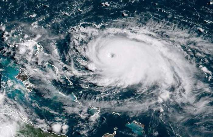Imagem de satélite mostra o Furacão Dorian se aproximando das Bahamas, na última sexta-feira.  Foto: AFP