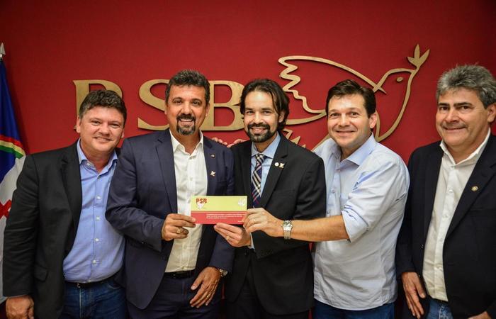 O ato de filiação contou com a presença do prefeito do Recife, Geraldo Julio. FOTO: Divulgação