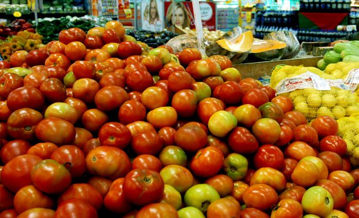Sete produtos tiveram redução no valor, com destaque para o tomate, que teve queda de 24,55%. Foto: José Gomercindo/ANPr