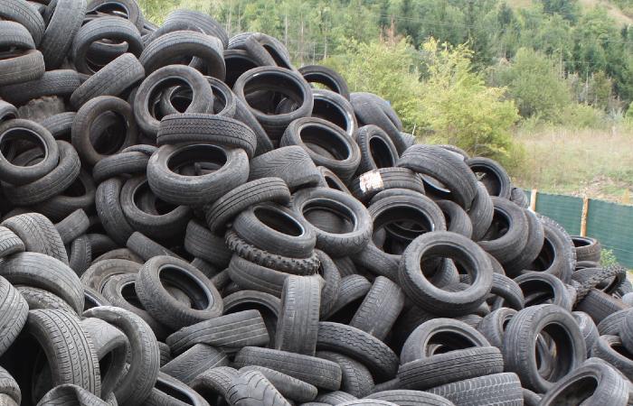 Asfalto ecológico é feito a partir de pneus usados - Pixabay/Reprodução