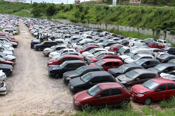 Automóveis serão leiloados em depósito na BR-232. Foto: Paulo Maciel/Divulgação