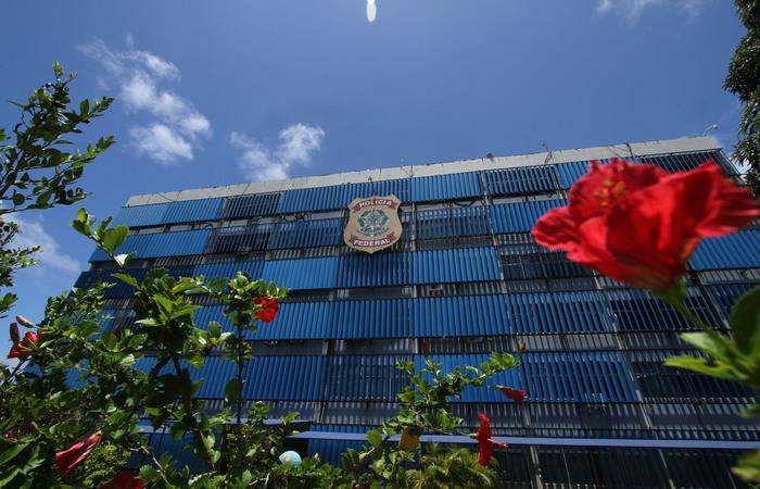 Suspeitos foram levados para a sede da PF, no Recife. Foto: Peu Ricardo/DP