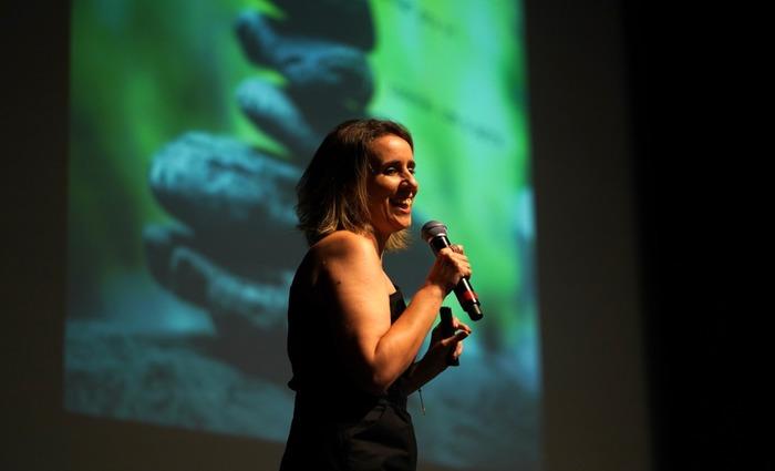 Segundo Lu Glasner, o objetivo é, através da conexão corpo-mente-alma, construir times felizes, engajados, criativos e colaborativos. Foto: Divulgação