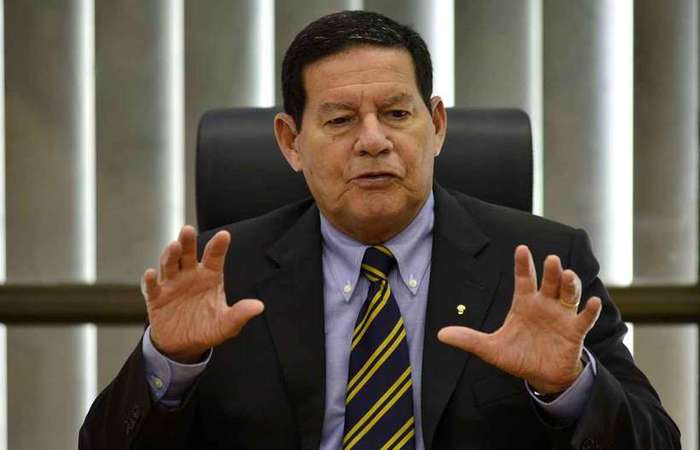 'Sou vice-presidente do presidente Bolsonaro. Então, não compete a mim, publicamente, tecer críticas a ele. Estaria sendo desleal e canalha se fizesse isso. Então, todas as vezes que discordo de alguma coisa dele, eu falo em particular' (foto: Marcelo Ferreira/CB/D.A Press)