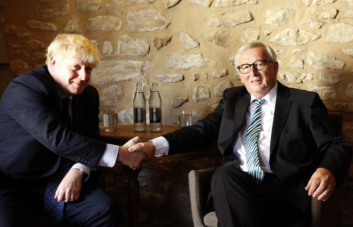 O primeiro-ministro britânico, Boris Johnson, e o presidente da Comissão Europeia, Jean-Claude Juncker. Foto: François Walschaerts/AFP