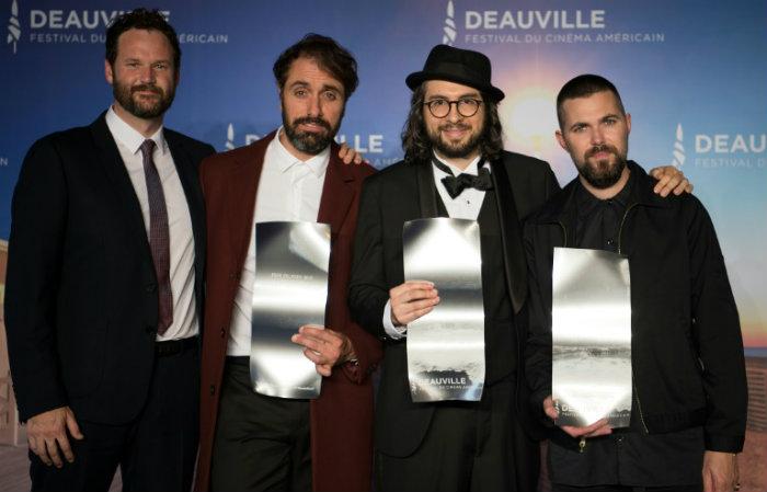 Os diretores de cinema americanos Kyle Marvin, Michael Angelo Covino, Carlo Mirabella Davis e Robert Eggers premiados no festival. Foto:AFP / LOIC VENANCE