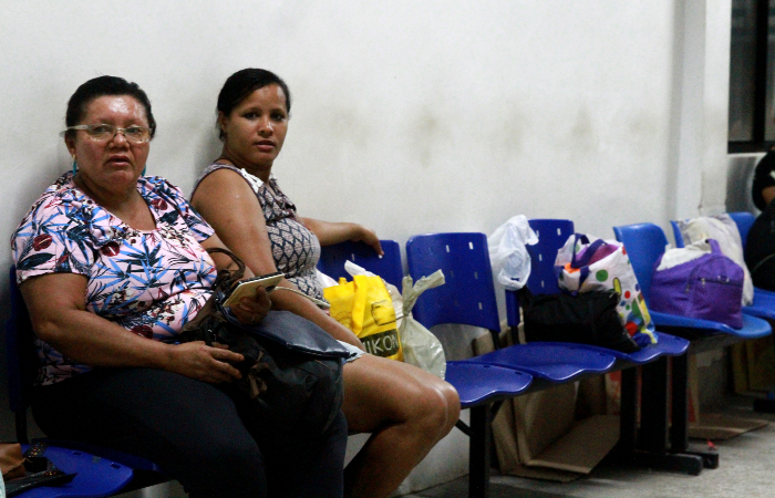Maria de Fátima e Maria José: madrugada de incertezas. Foto: Bruna Costa/Esp. DP