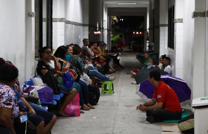 Espera para marcação de consulta irá virar a noite. Foto: Bruna Costa/Esp. DP